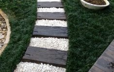 Simple Front Walkway Ideas Inspirational 51 Simple Front Yard Landscaping Ideas On A Bud 2018