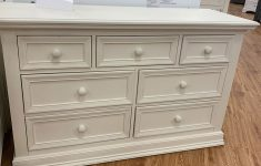 Antique White Crib Furniture Elegant Oxford Baby Cottage Cove Collection 2 Piece Nursery Set Convertible Crib & 7 Drawer In Vintage White
