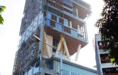 Biggest House In The World Inside Pictures New Antilia Incredible The Most Extravagant House In