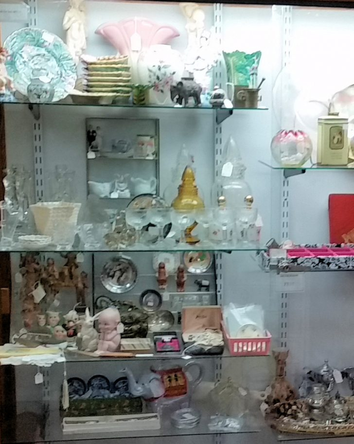 Lots Of Furniture Antiques Warehouse 2021