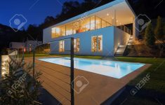 Modern House At Night Awesome Modern House Exterior In The Night Lights On