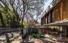 Concrete And Glass House Beautiful Una Architects Have Designed A New Concrete And Glass House