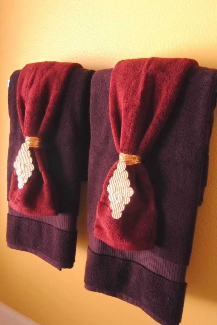 Hanging Decorative towels In Bathroom 2021