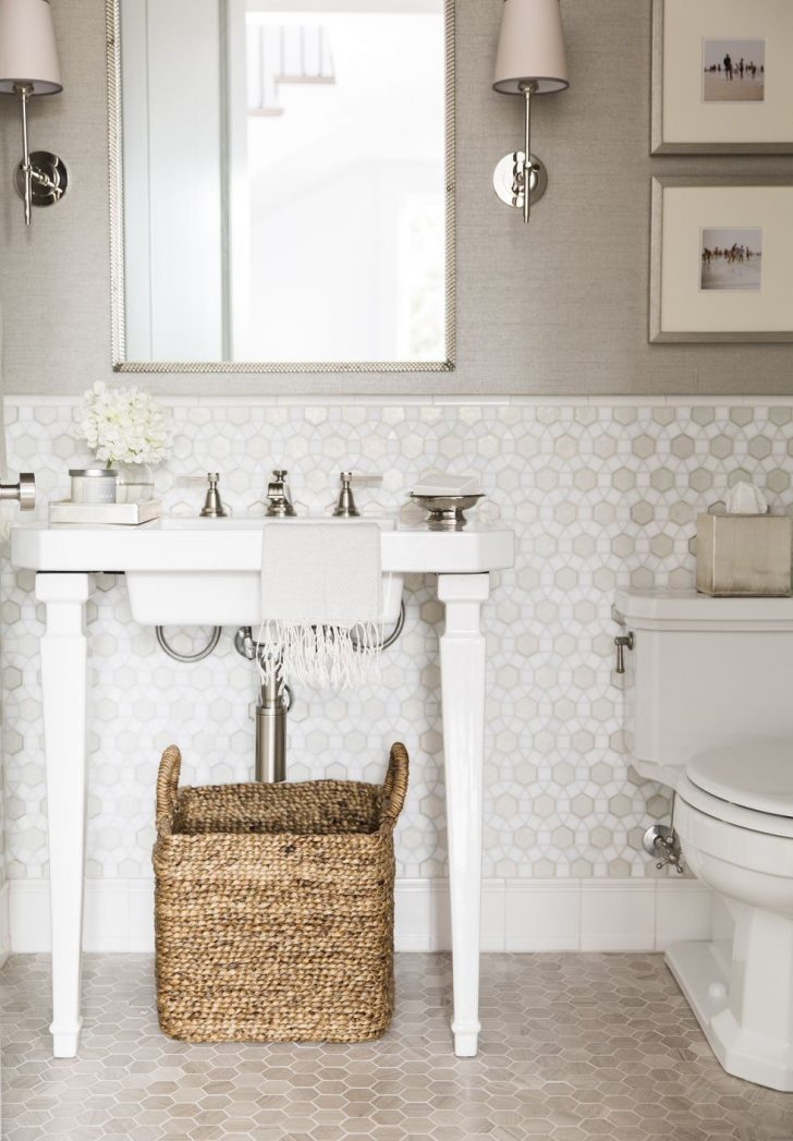 How to Decorate Small Bathrooms 2021