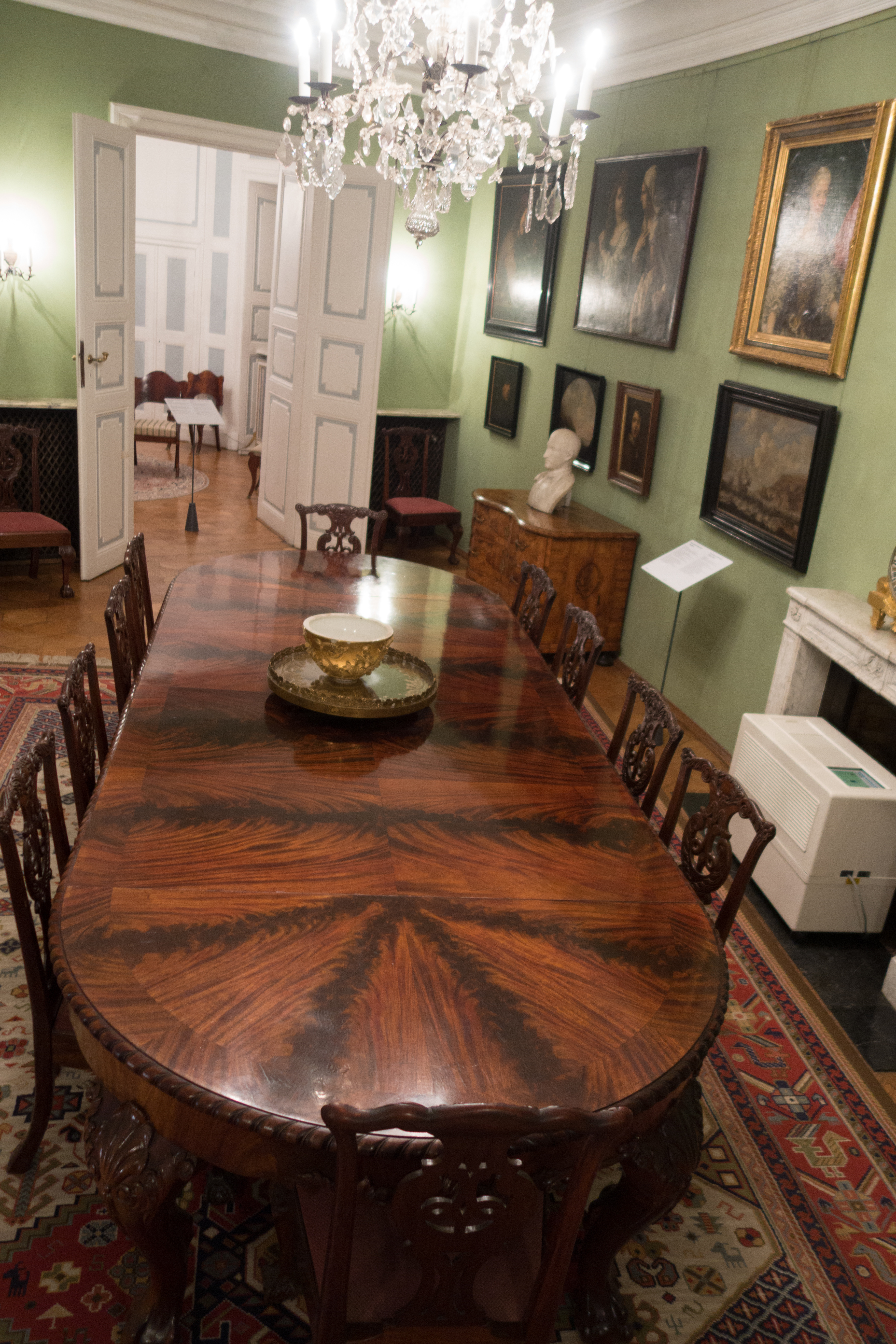 File Antique dining table in castle