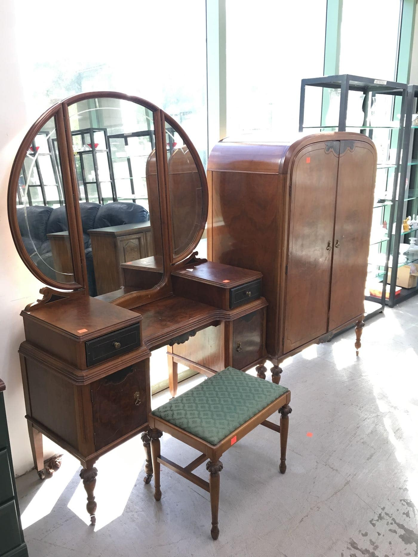 Pretty vanity from the ReStore thrift store 3