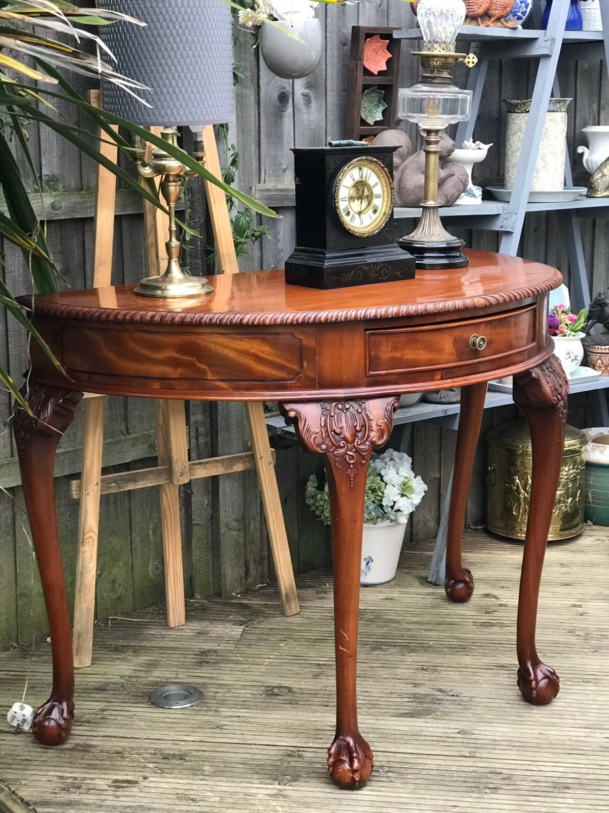 Antique Furniture Legs and Feet Lovely Antique Half Moon Table with Ball and Claw In Sm3 London Für