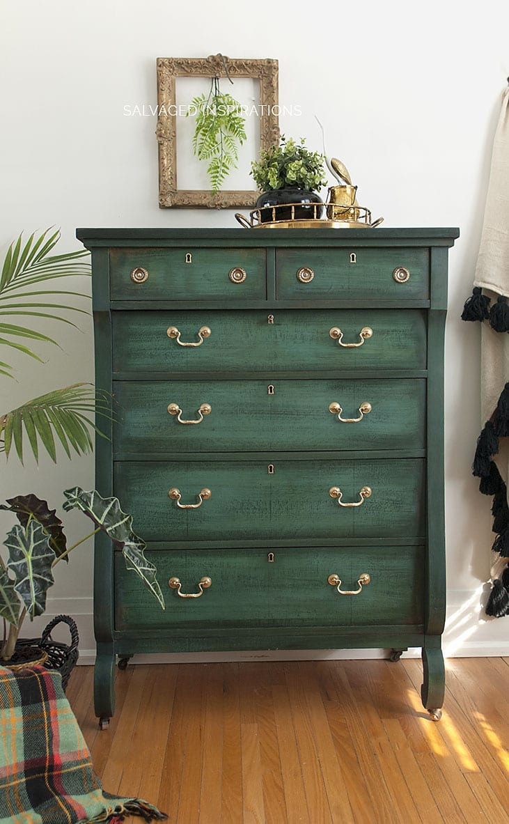 Antiquing Furniture with Chalk Paint Fresh Layering Chalk Paint Salvaged Inspirations