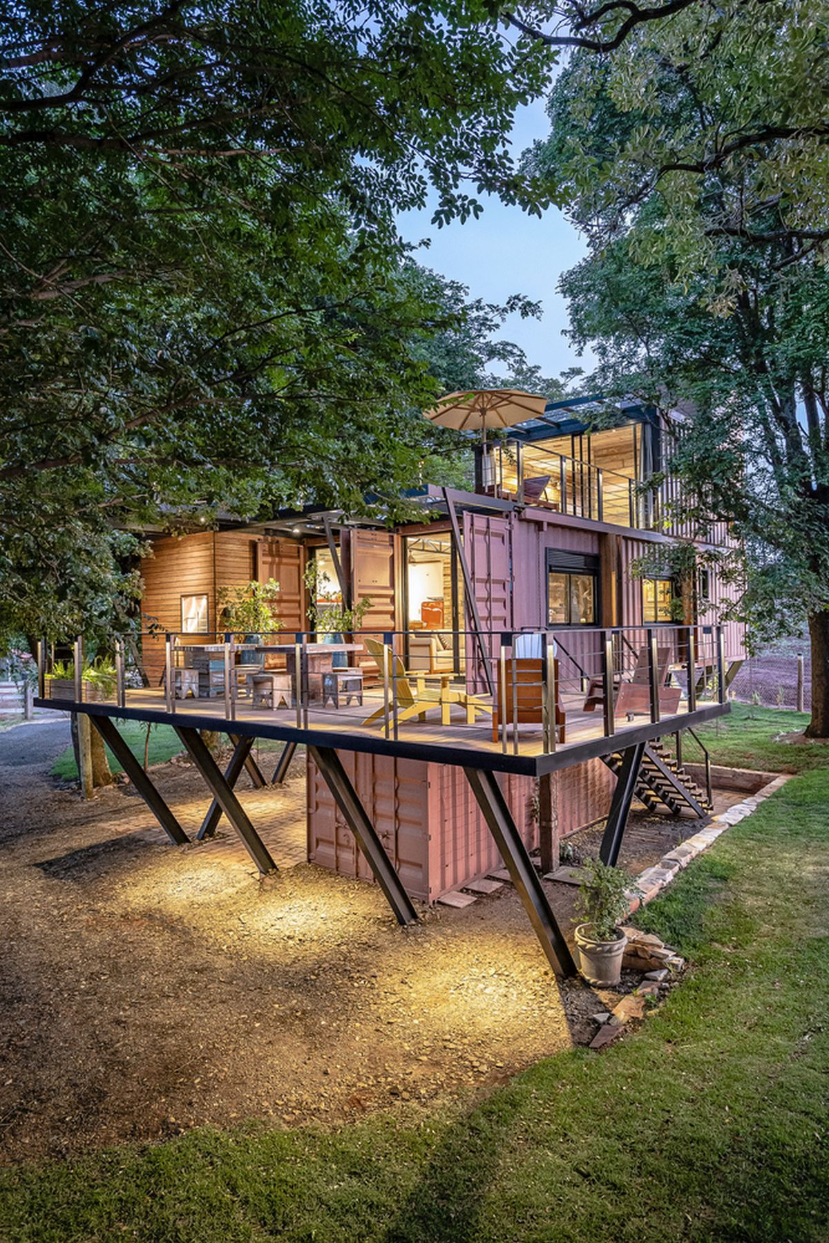 Shipping container house by Casa Container Marlia porch