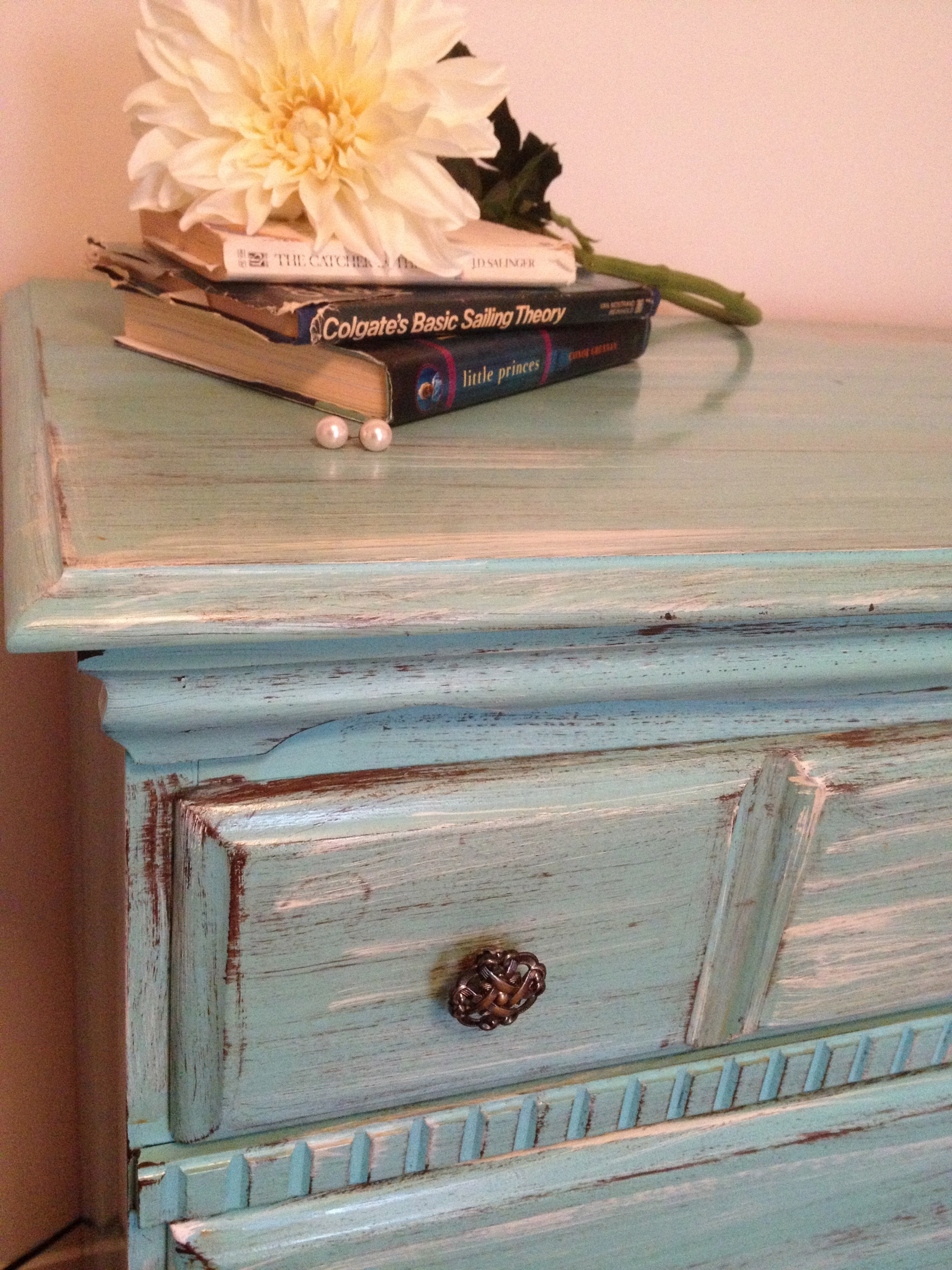 How to Antique Paint Furniture Inspirational Distressing Old Furniture with Paint Diy Tutorial