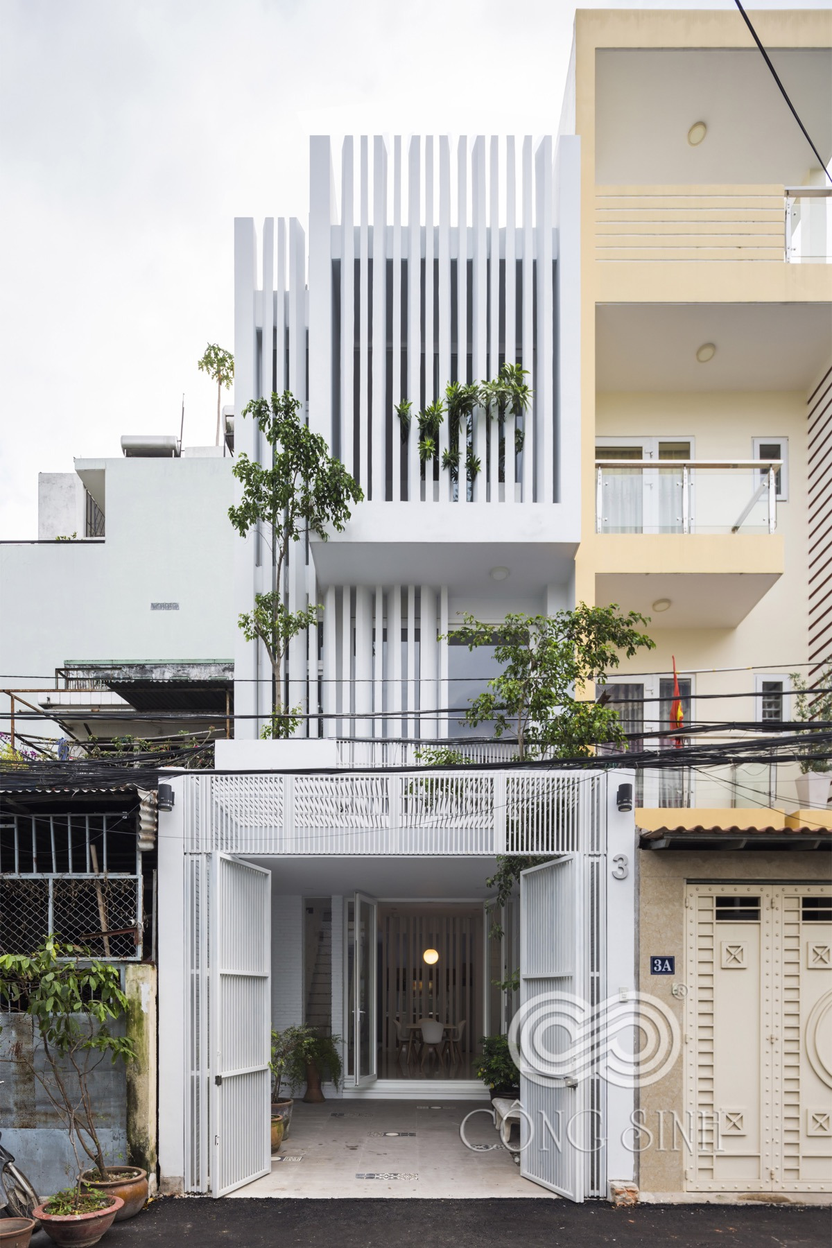 Modern Home Designs for Narrow Lots Inspirational 50 Narrow Lot Houses that Transform A Skinny Exterior Into