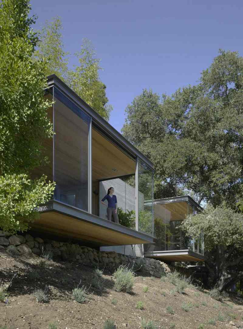Simple House that Maximize the Nature Around It