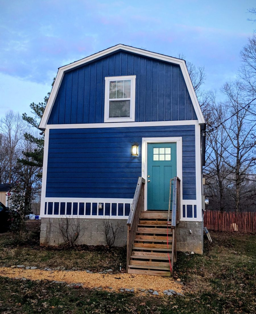 jasons 800 sq ft gambrel roof small home