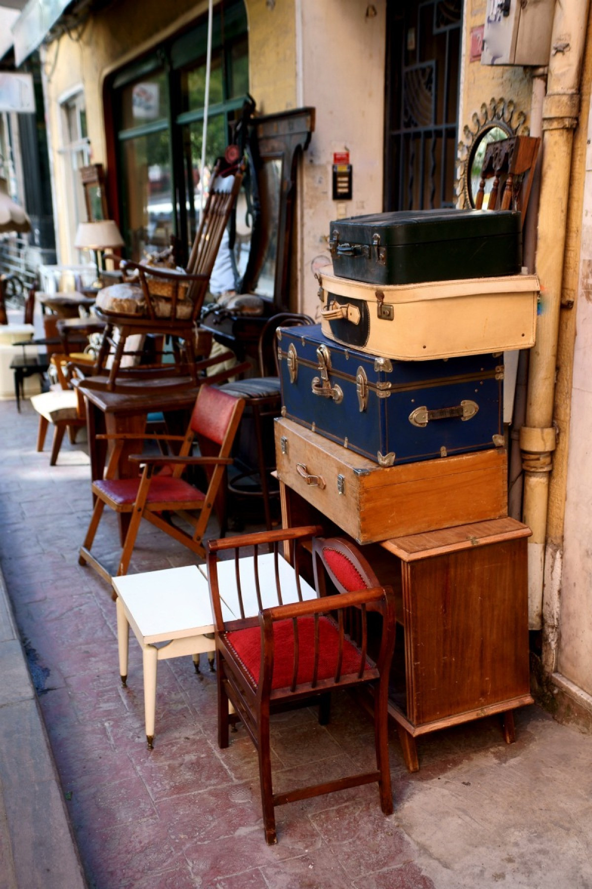 investing in antiques x1