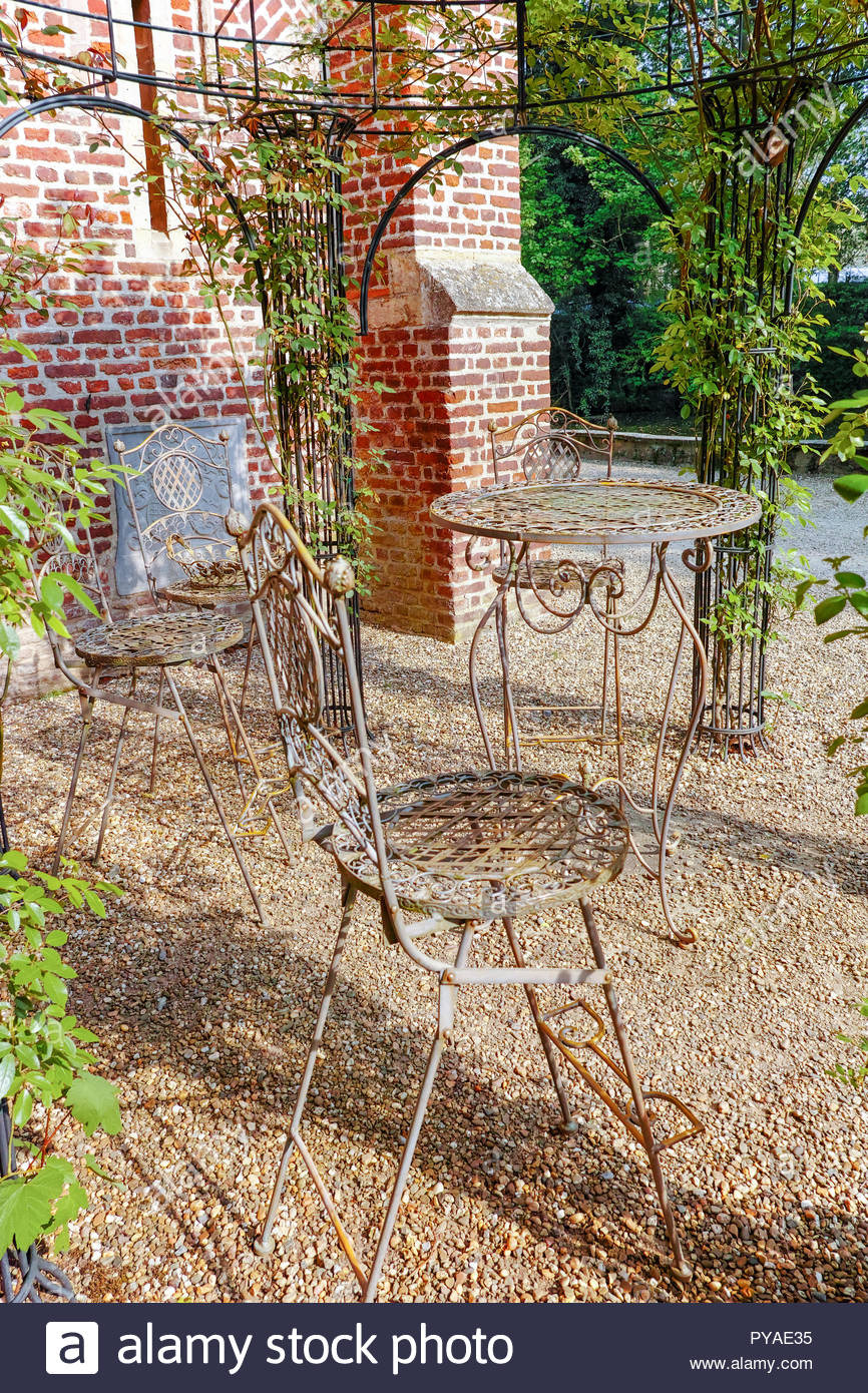 elegant antique patterned iron garden furniture set high table and chairs PYAE35