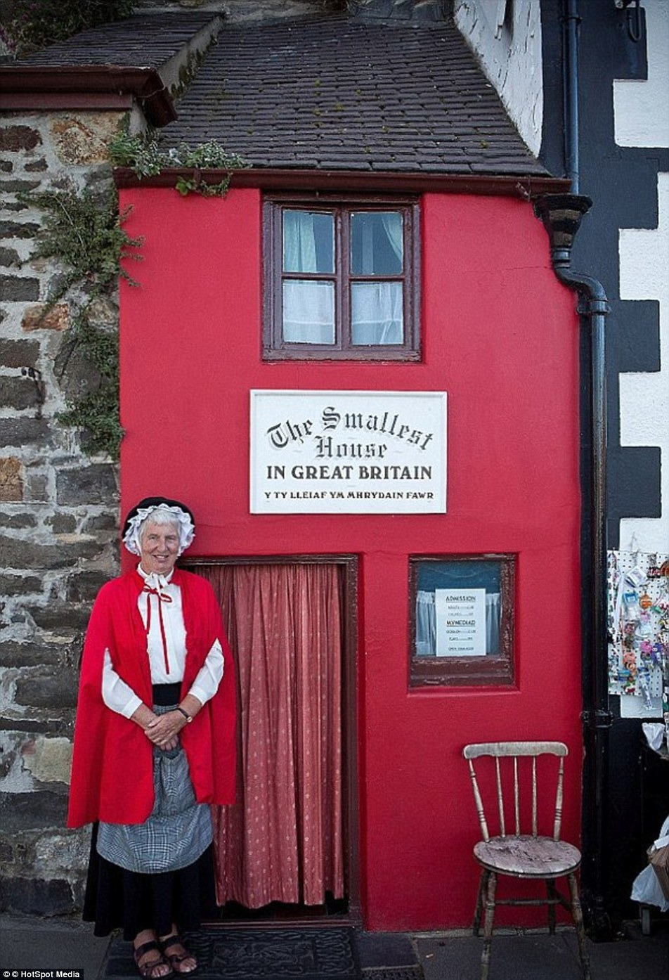 Well s definitely cosy Britain s tiniest home sells 275 000 despite 200 feet square