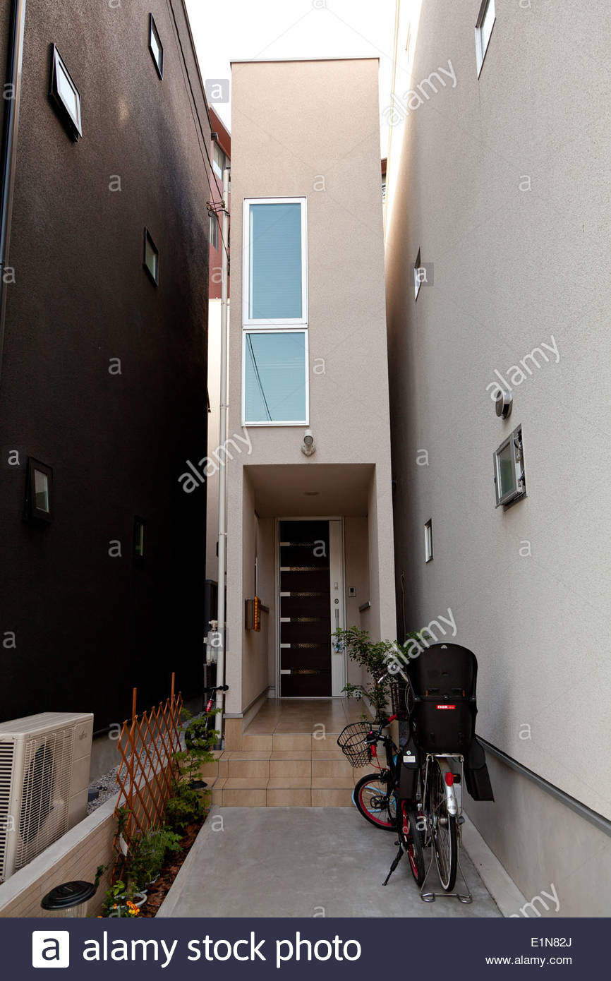 an incredibly thin house in a small street in azabu tokyo japan friday E1N82J