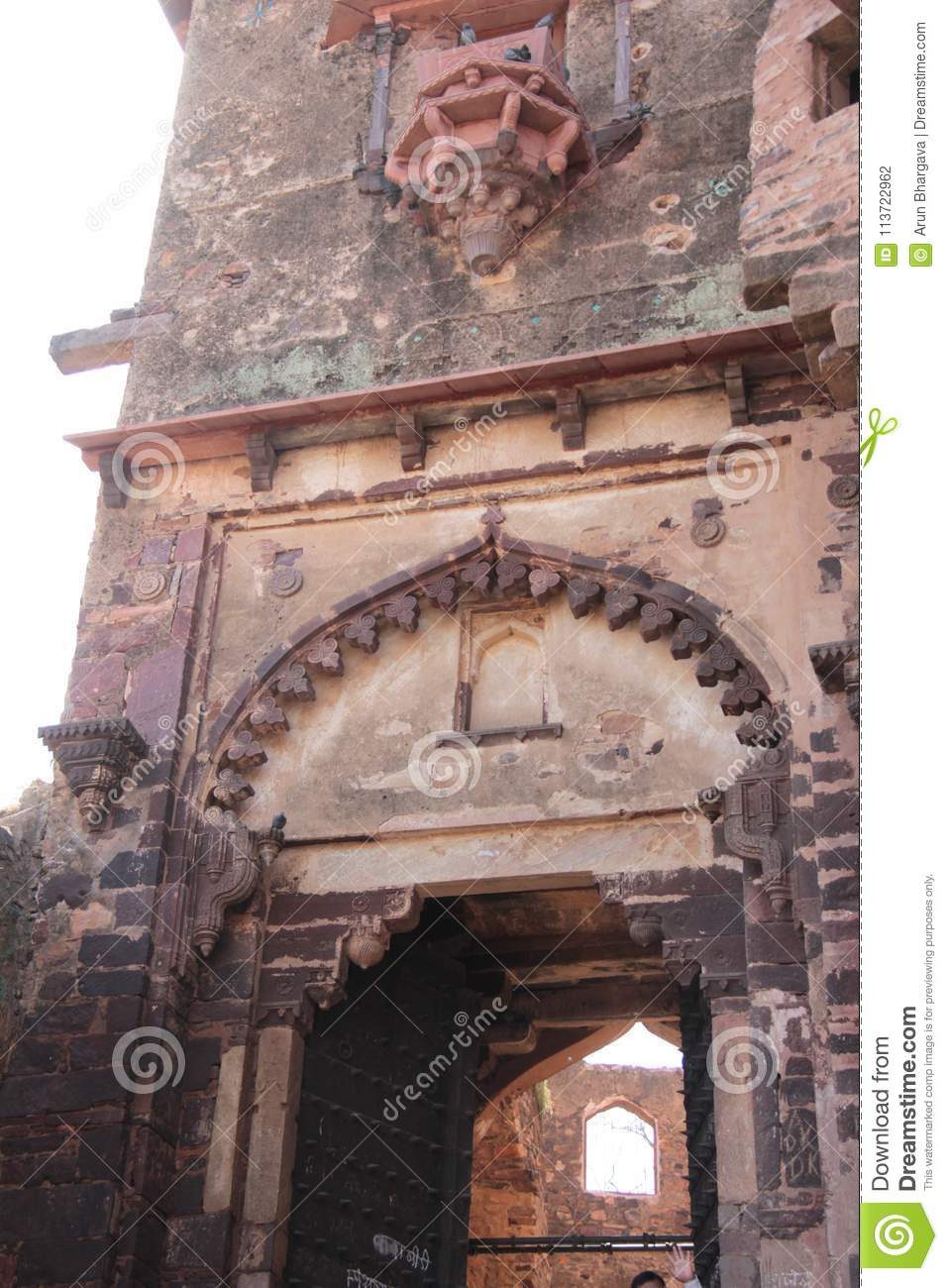 design decorative arch large entry gate to palace close up details main entrance gate old fort ranthambore
