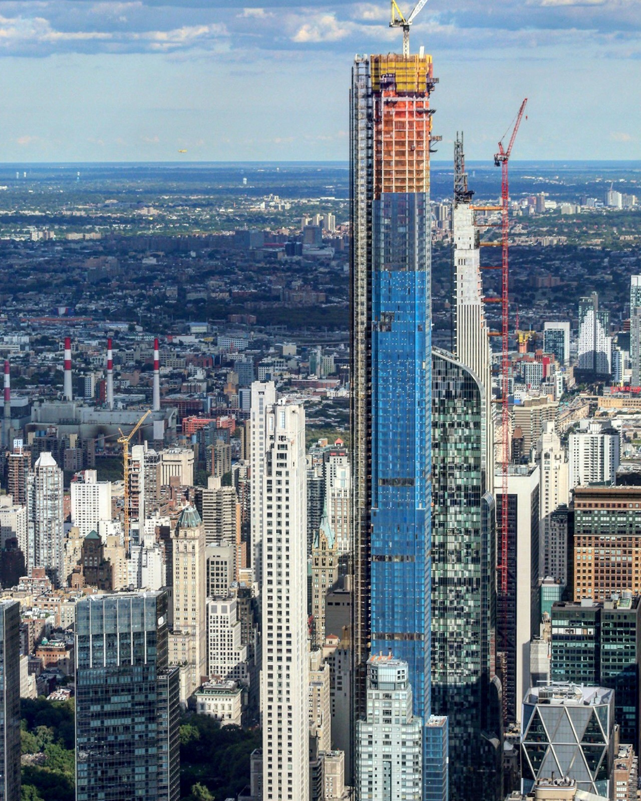 central park tower officially tops out 1550 feet above midtown be ing worlds tallest residential building