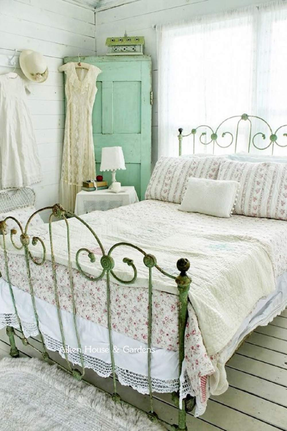 Antique Style Bedroom Furniture Elegant Tips and Ideas for Decorating A Bedroom In Vintage Style
