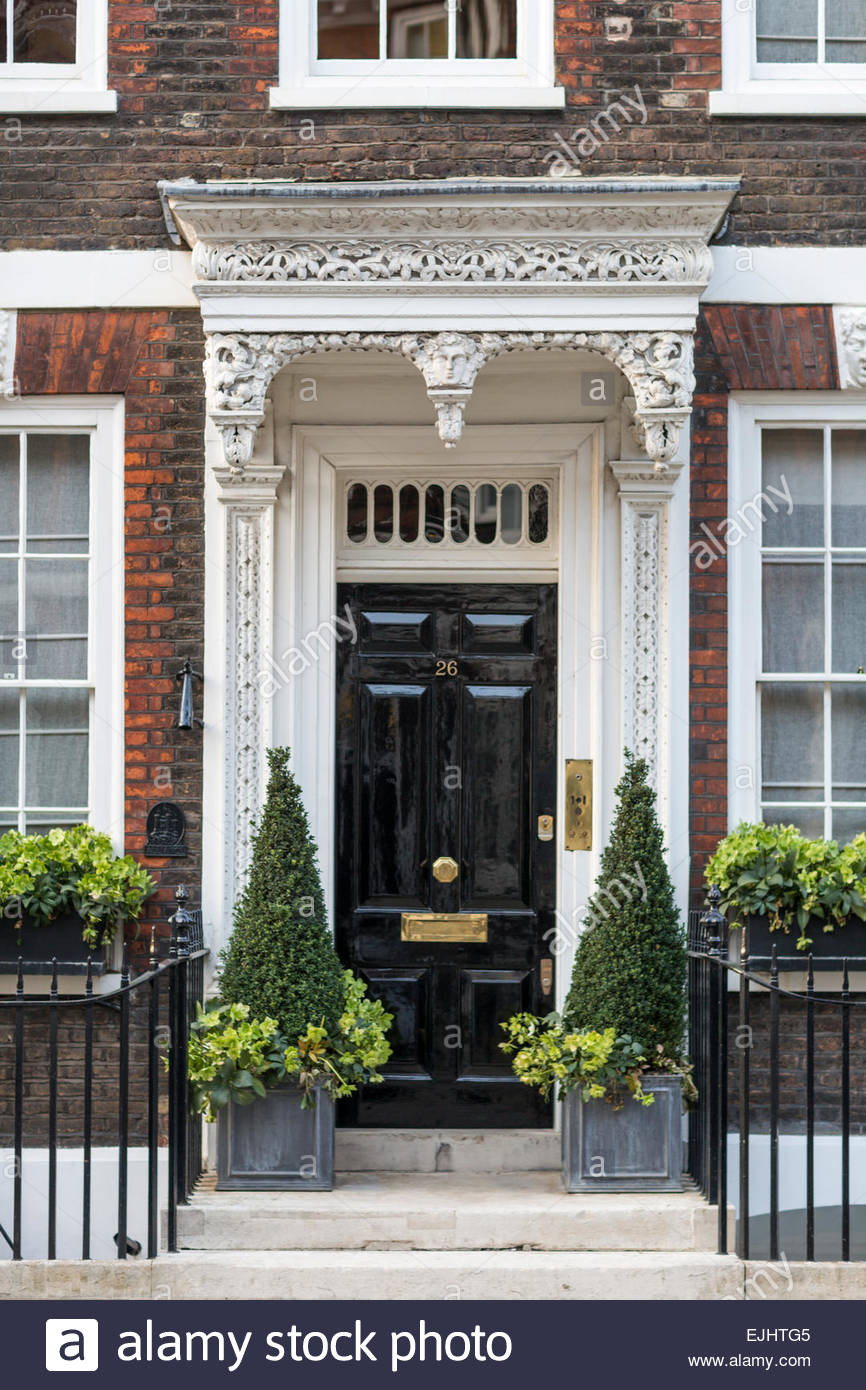 beautiful door and entrance queen annes gate london england EJHTG5