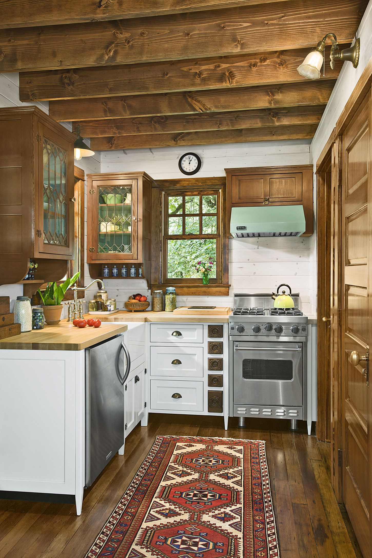 quaint little cabin kitchen 1118