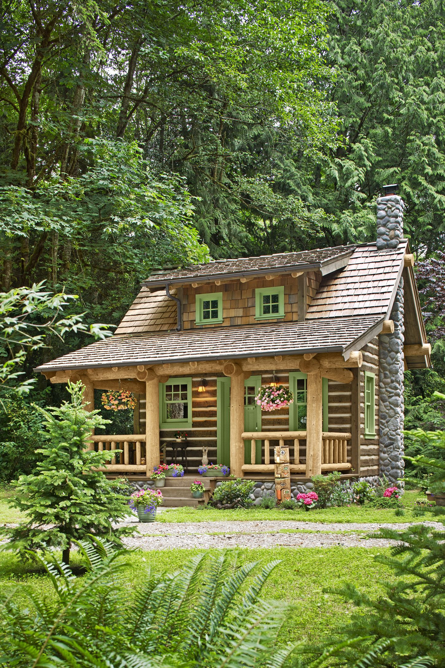 quaint little cabin exterior 1118