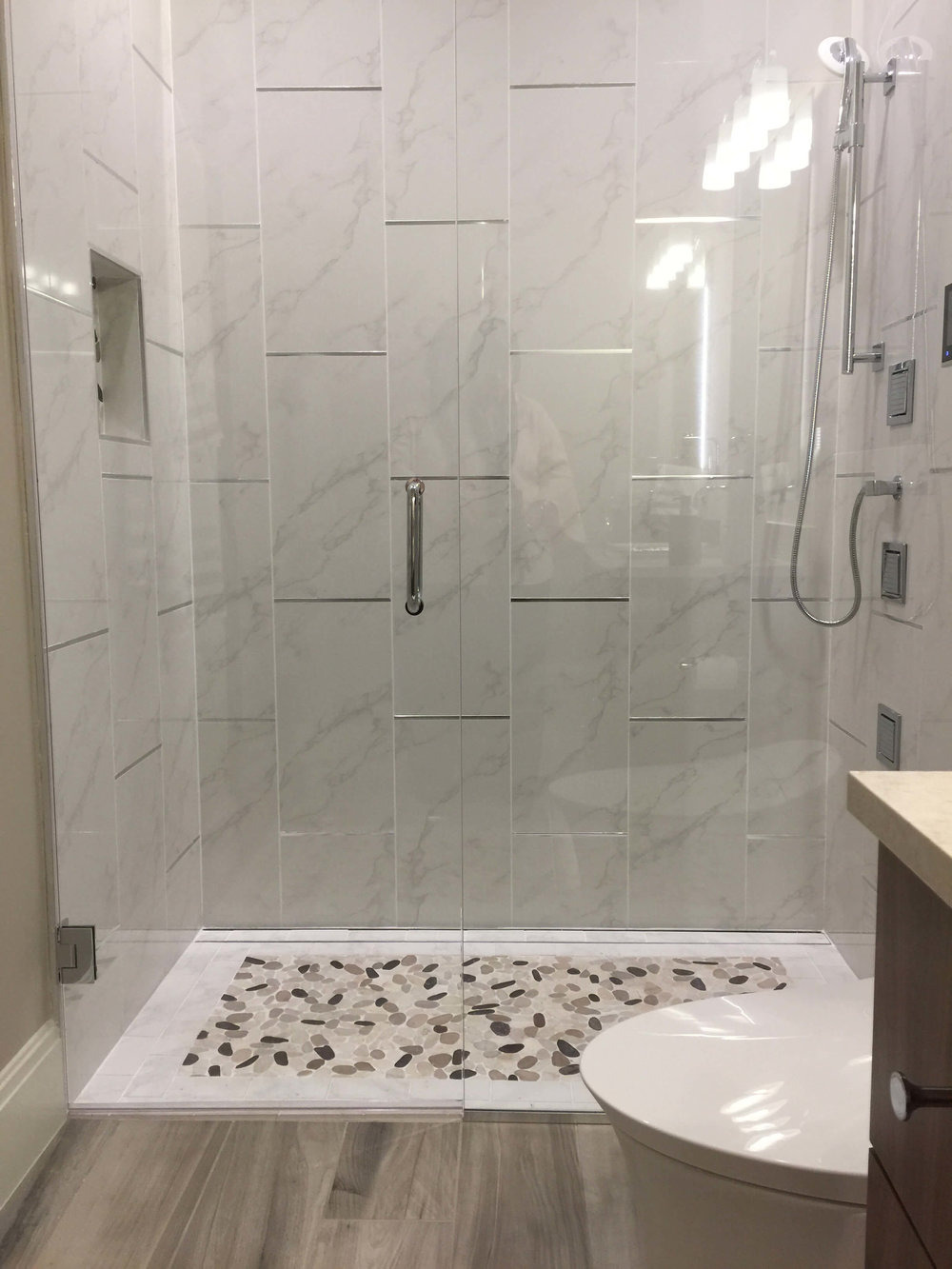 large shower with no curb