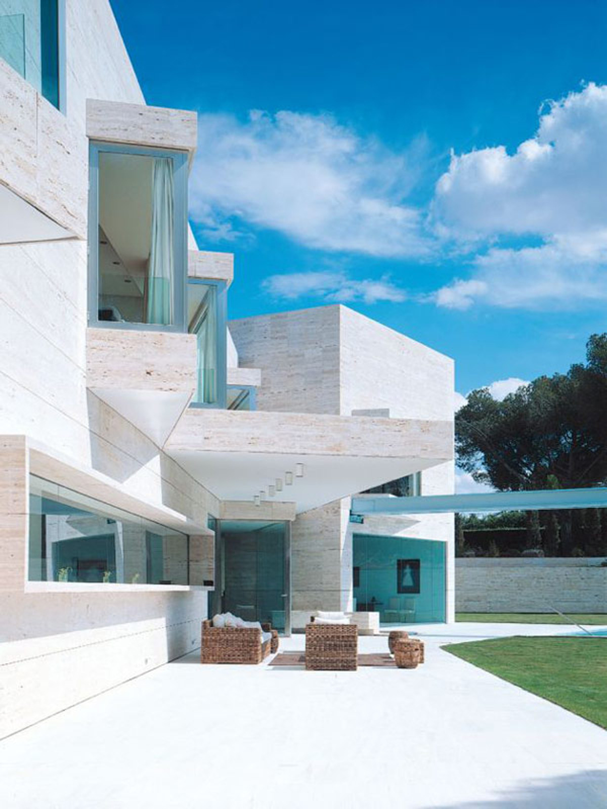 Luxury House Plans with Photos Of Interior Beautiful Luxury House Design by Spanish Architect – Garden