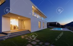 Modern House At Night Beautiful Modern House Exterior In The Night Lights On