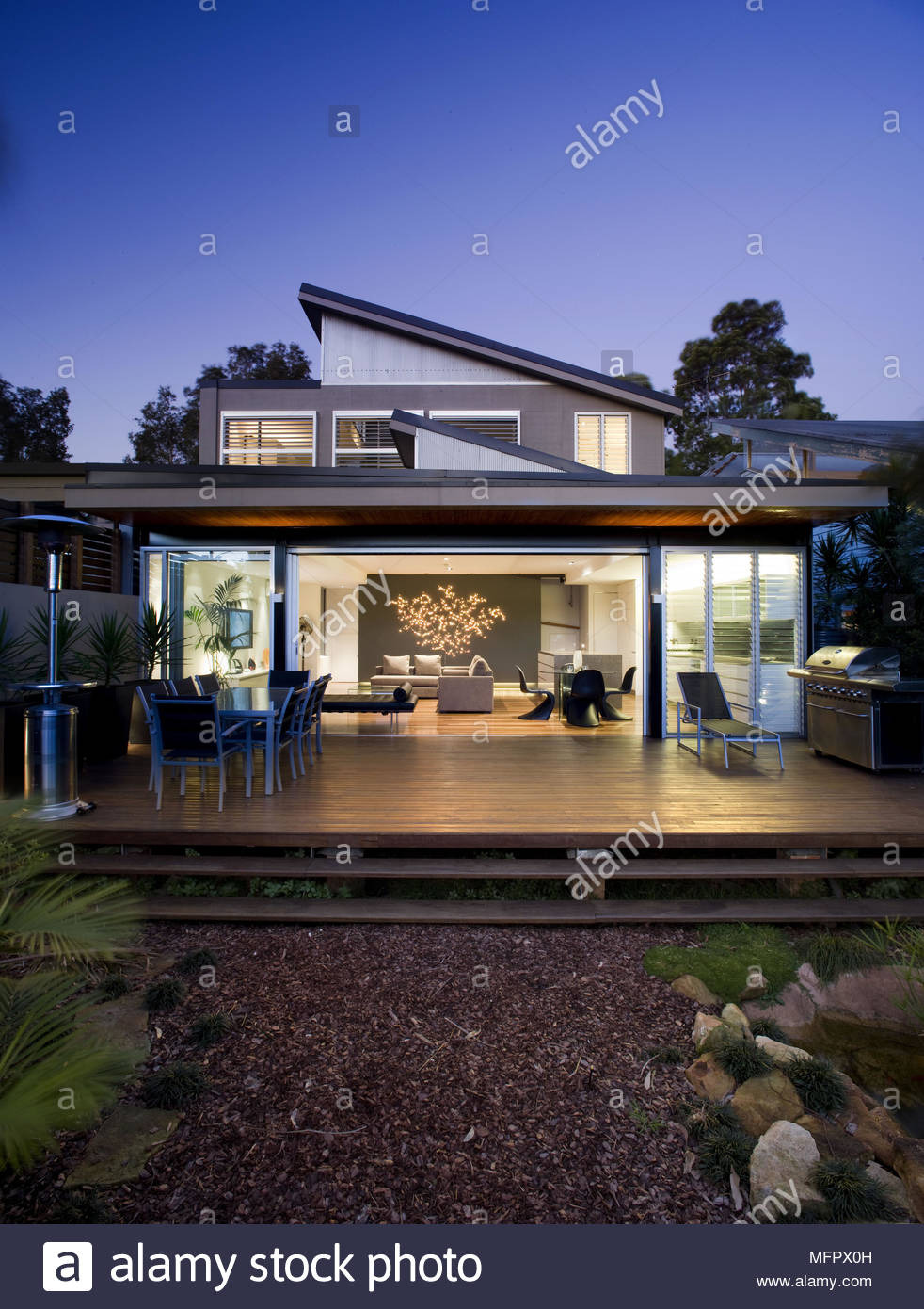 exterior of modern house with patio at night MFPX0H