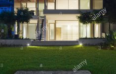 Modern House At Night Luxury Exterior Of Modern House At Night Stock Alamy