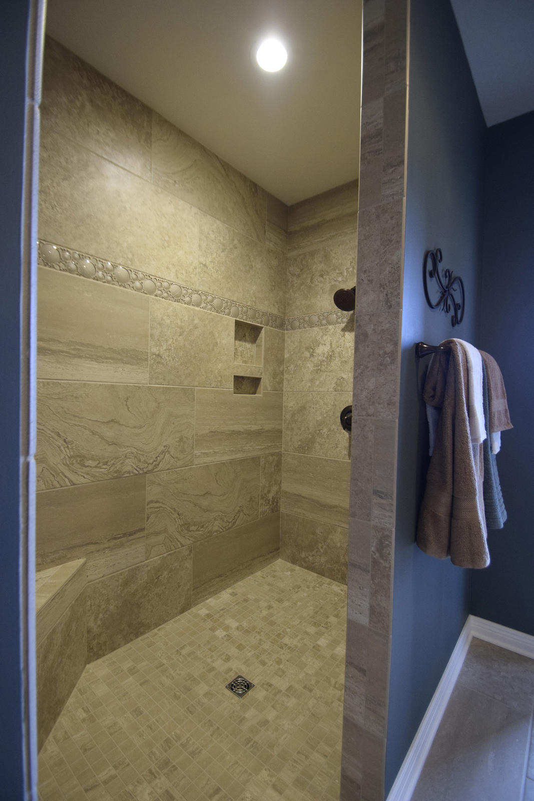 42wh freedom shower b
