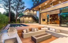 Small Modern House With Pool Luxury A New Contemporary Home Has A Backyard Guest Suite And A