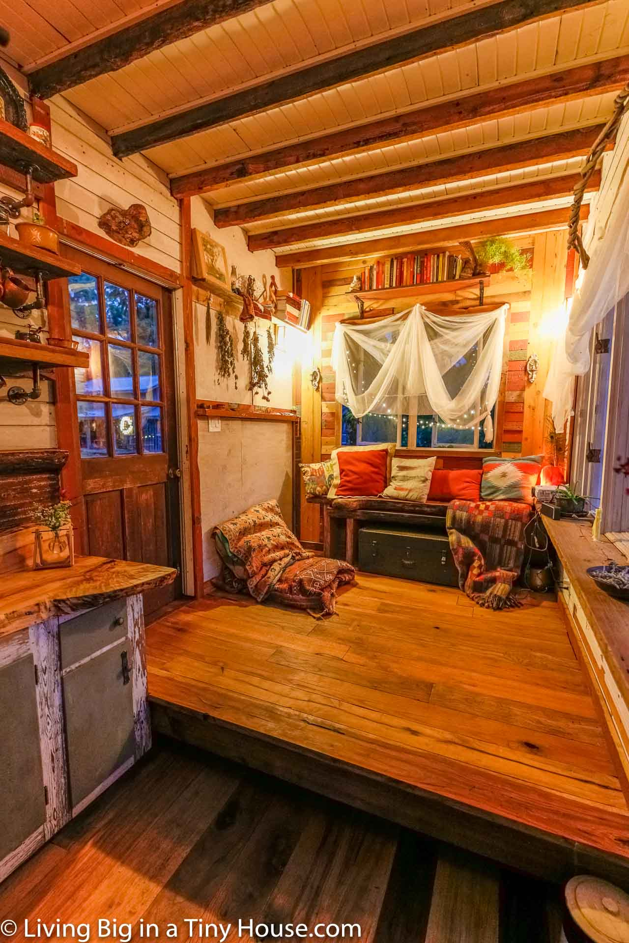 TINY HOUSE WITH RECYCLED MATERIALS 6