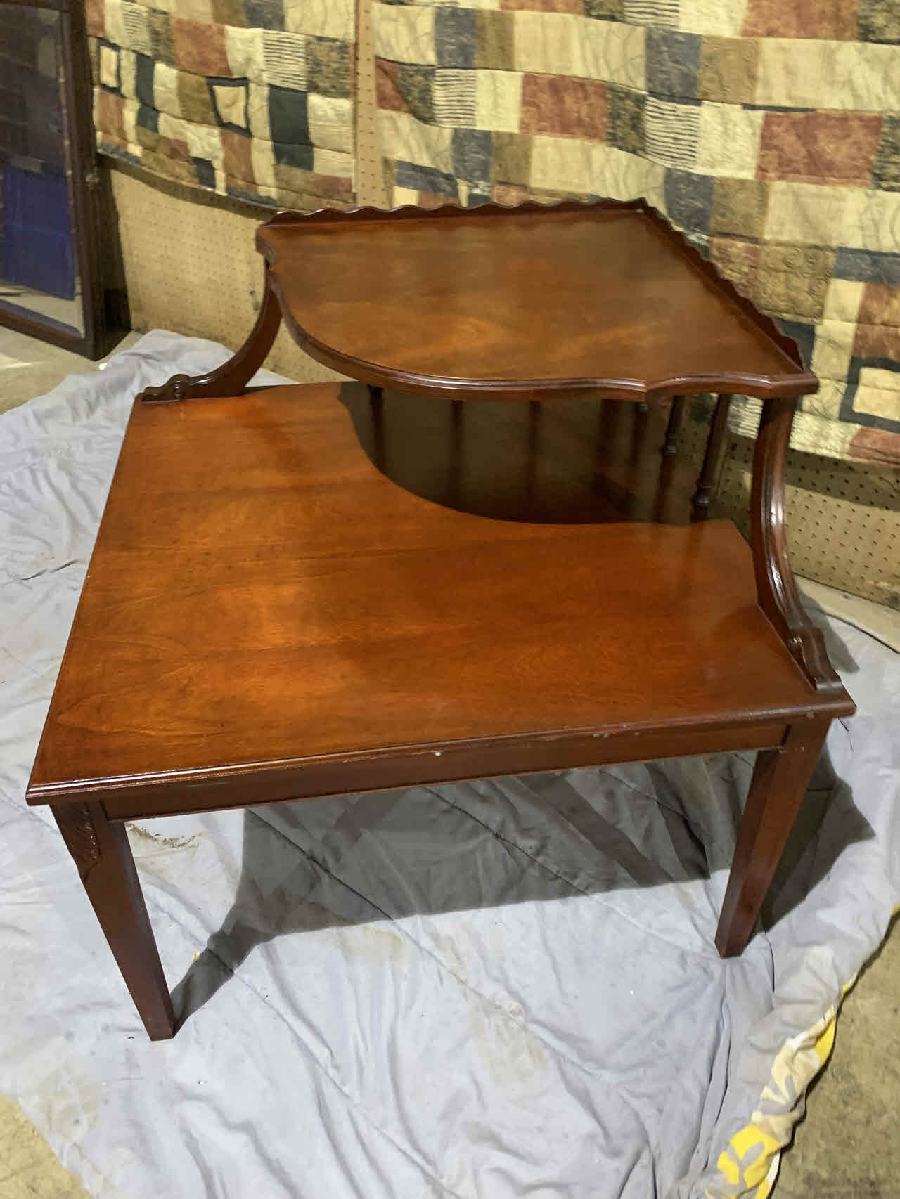 corner table 29x29x28 in
