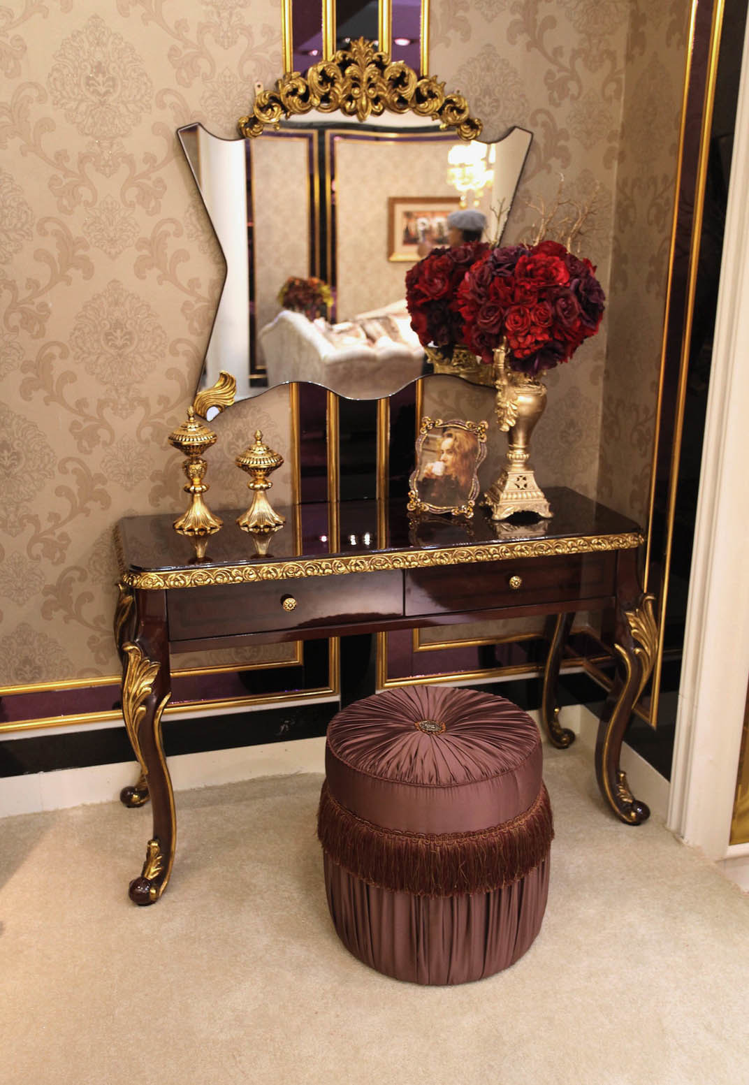 Antique Furniture Parts Suppliers New China Italian solid Wood Luxury Antique High Gloss Painting