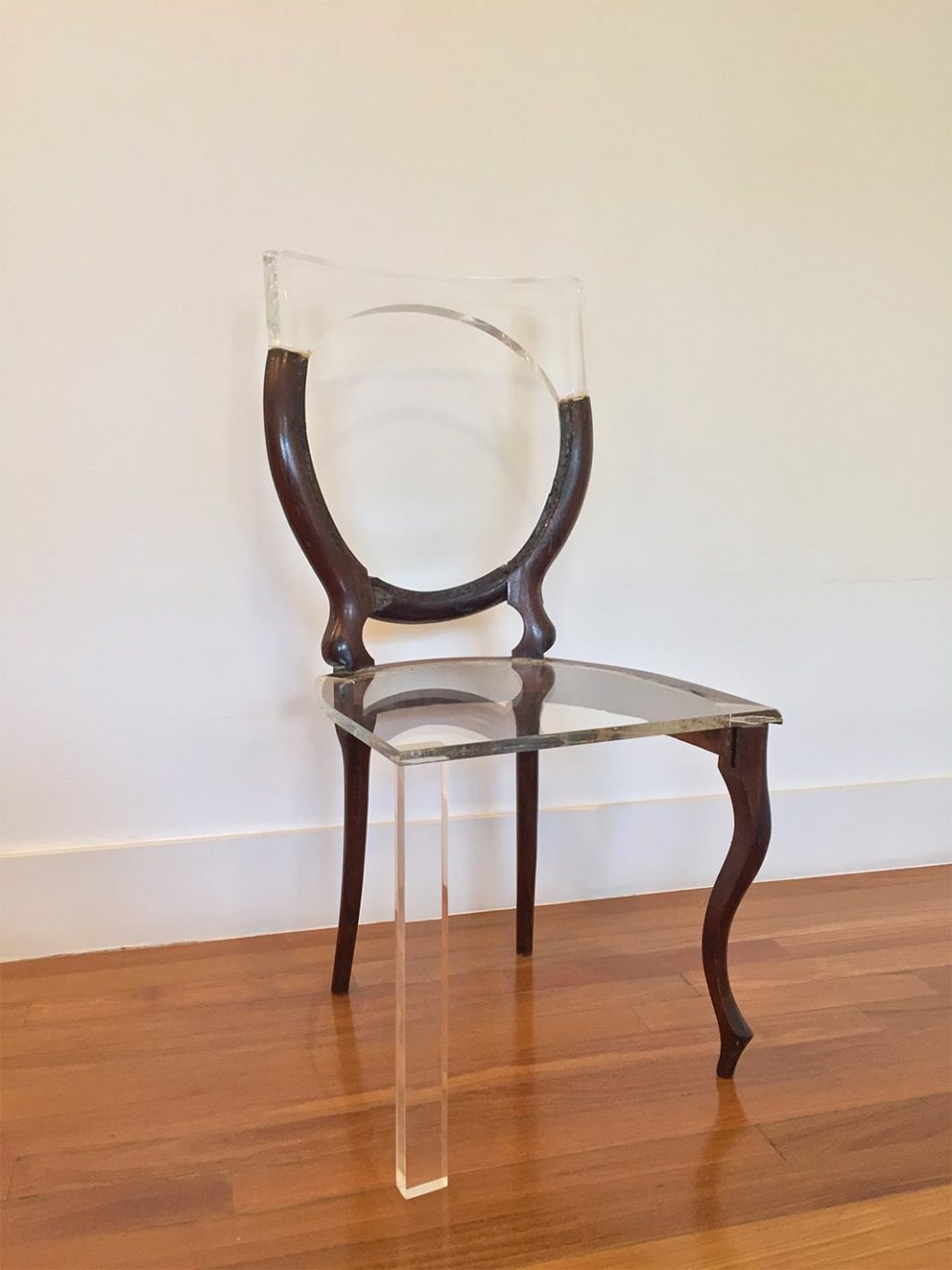 wood chair lines 960x1280