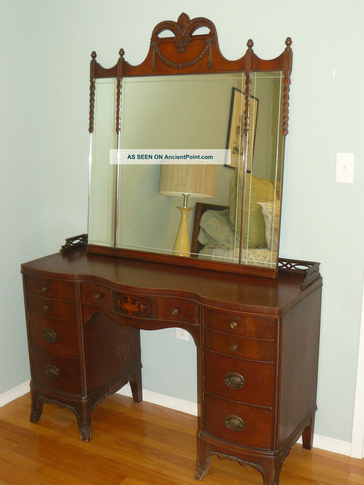stunning antique 1940 s mahogany bedroom set bed and vanity fleur de lis