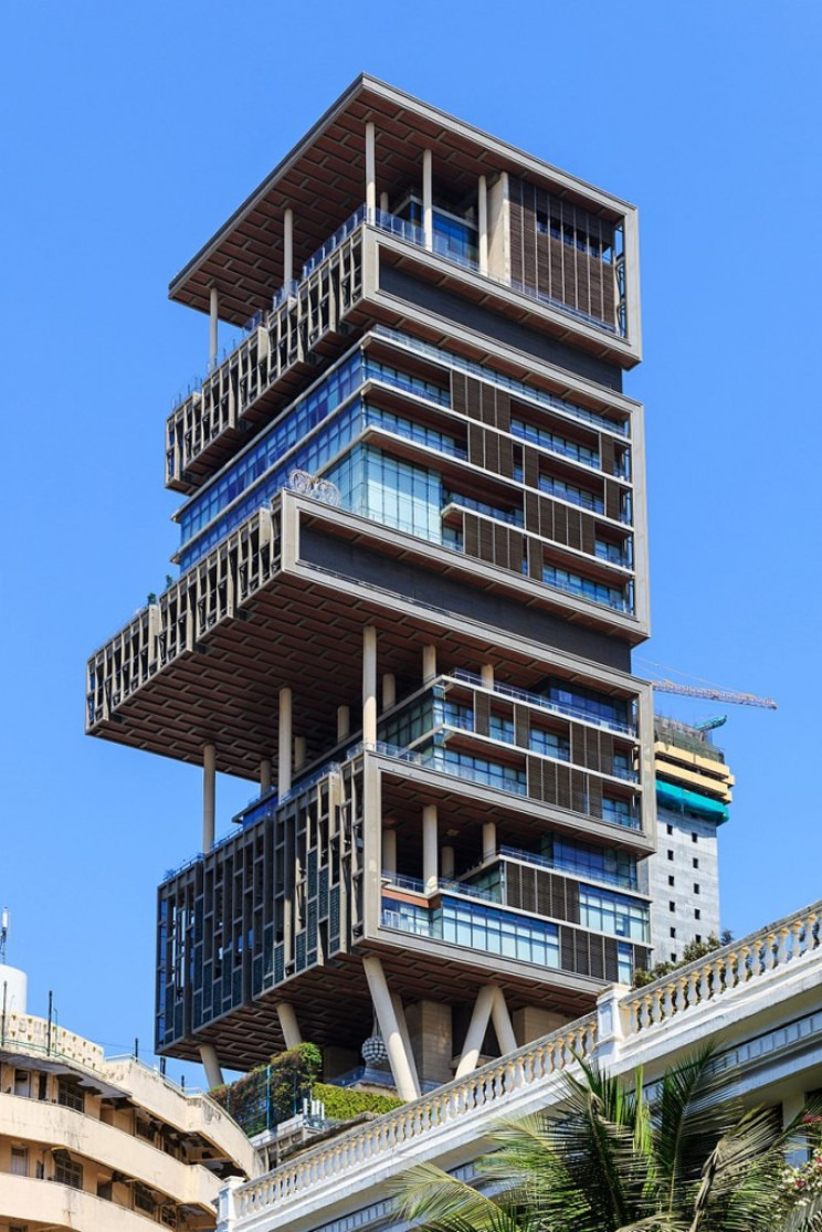 Latest House In the World Fresh A Look at the Absurd Size Of the St House In the World