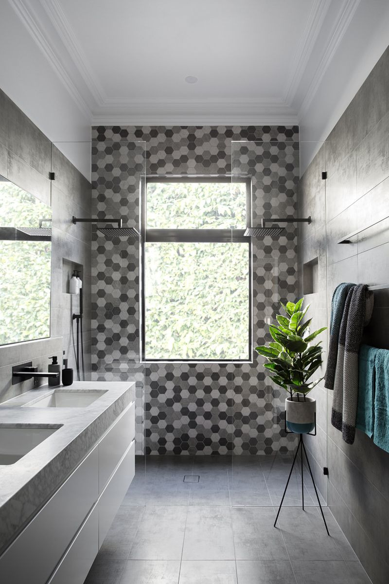 grey black and white modern bathroom 357 02a c85f9b5810dcf10e9e