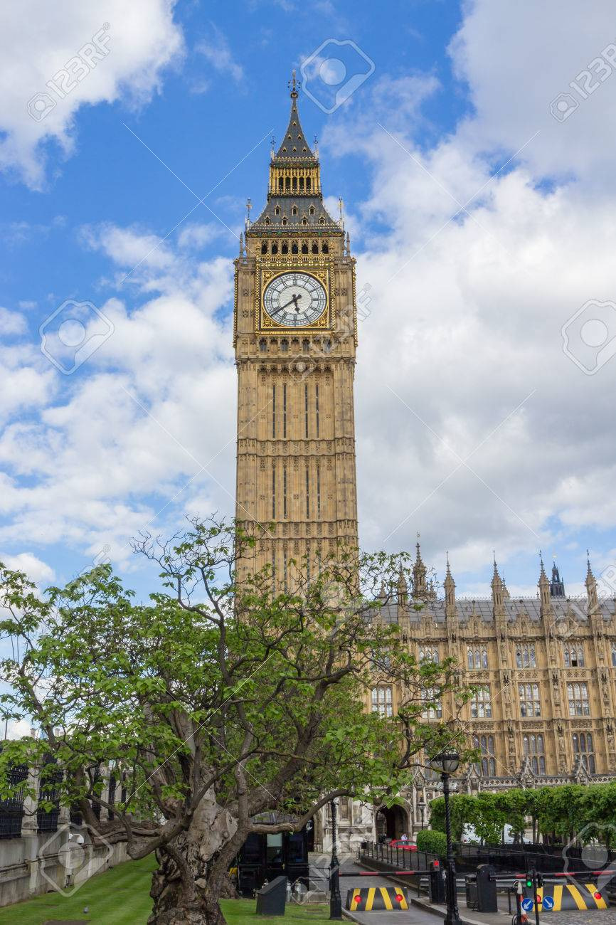 photo world famous big ben clock tower of the london houses of parliament