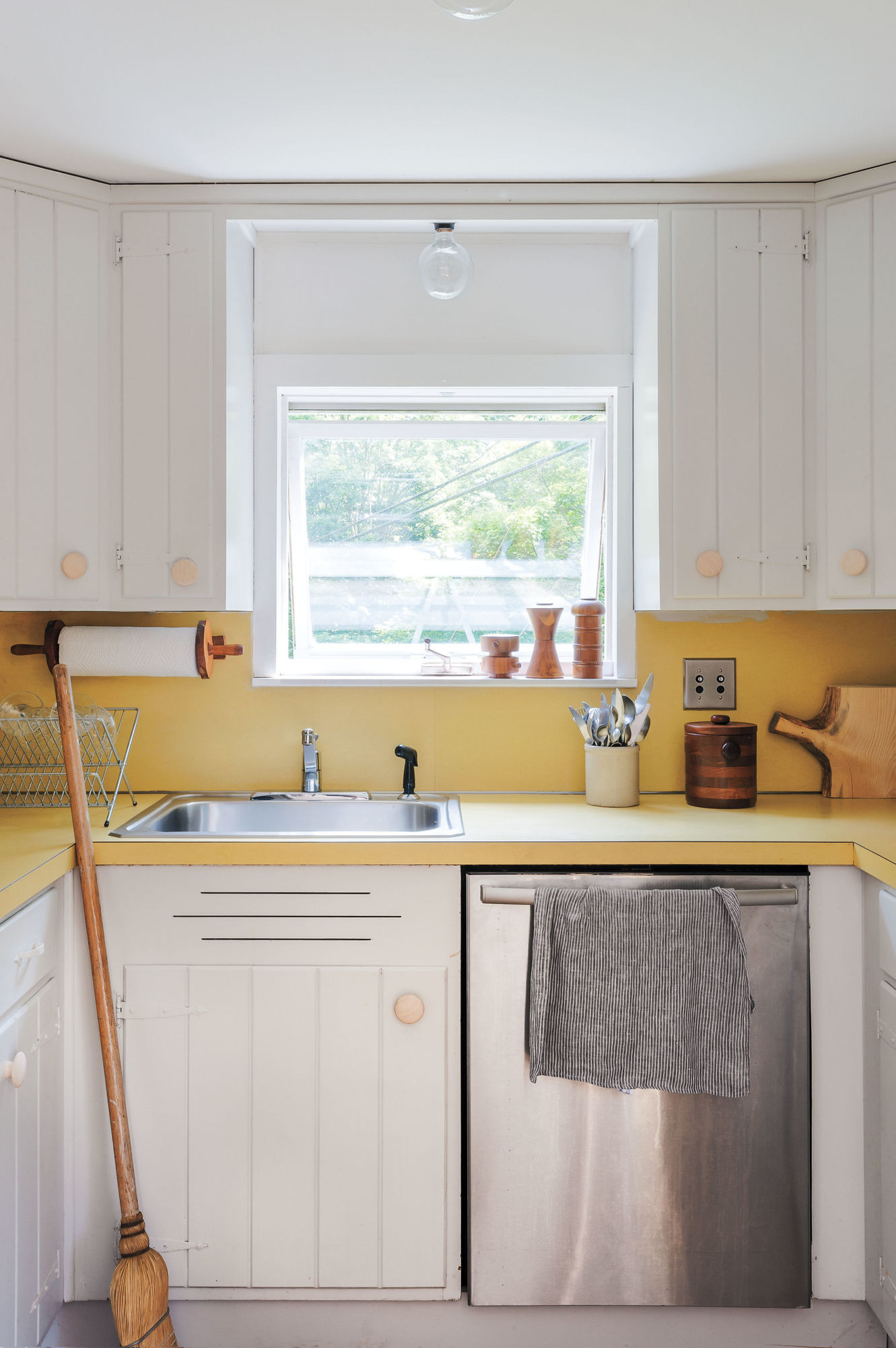 painting kitchen cabinets how to paint kitchen cabinets 5 tips from master painter