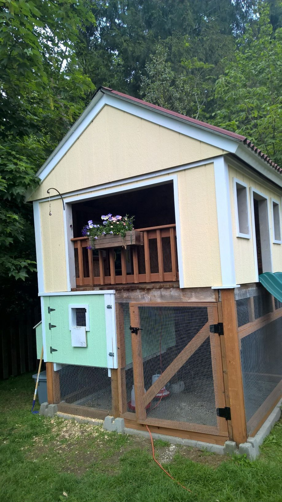 Small Chicken House Plans Awesome Playhouse & Chicken Coop Bo