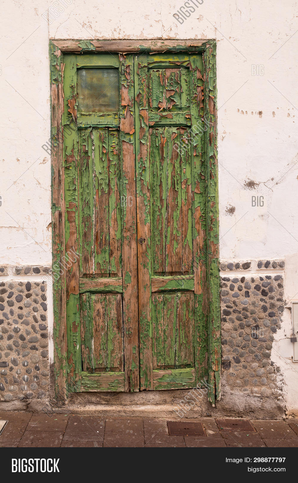 Color Of the Gate In House New Characteristic Green Image & Free Trial