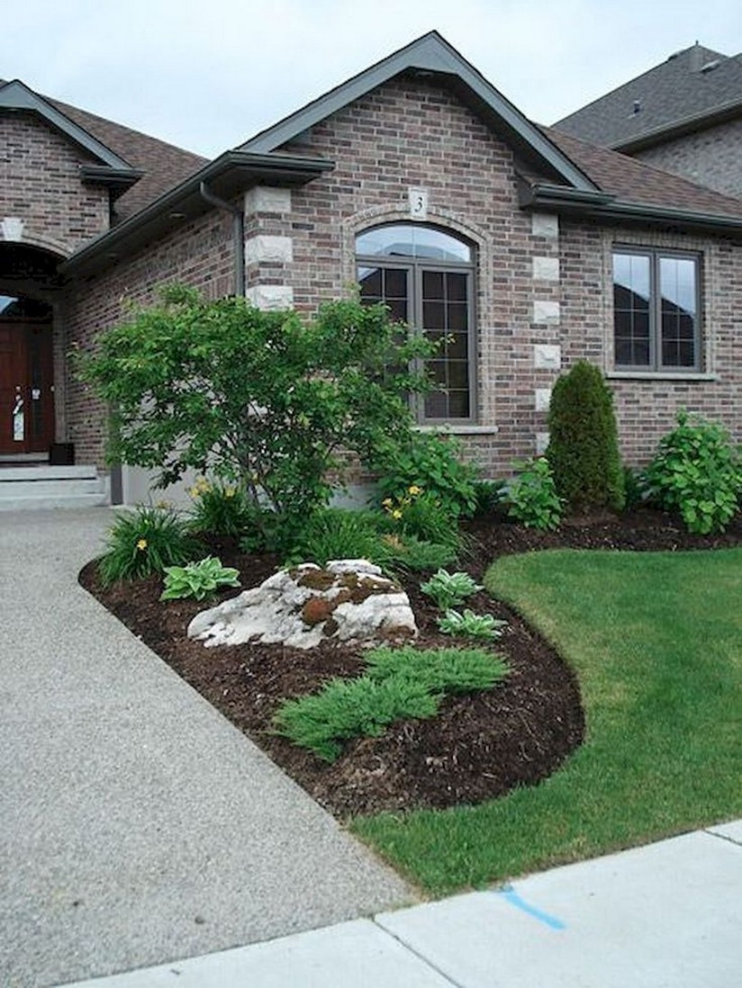 36 Beautiful Simple Front Yard Landscaping Design in Residential House 19