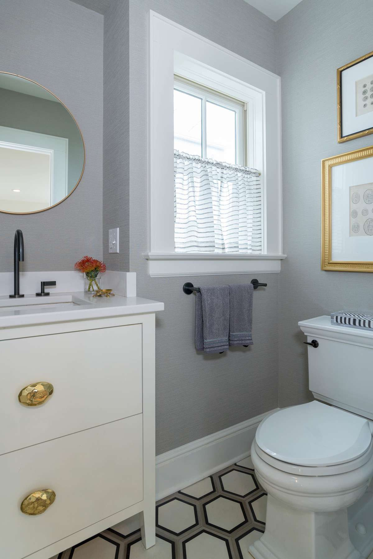 Small Bathroom Decorating Ideas Awesome Small Bathrooms Brimming with Style and Function