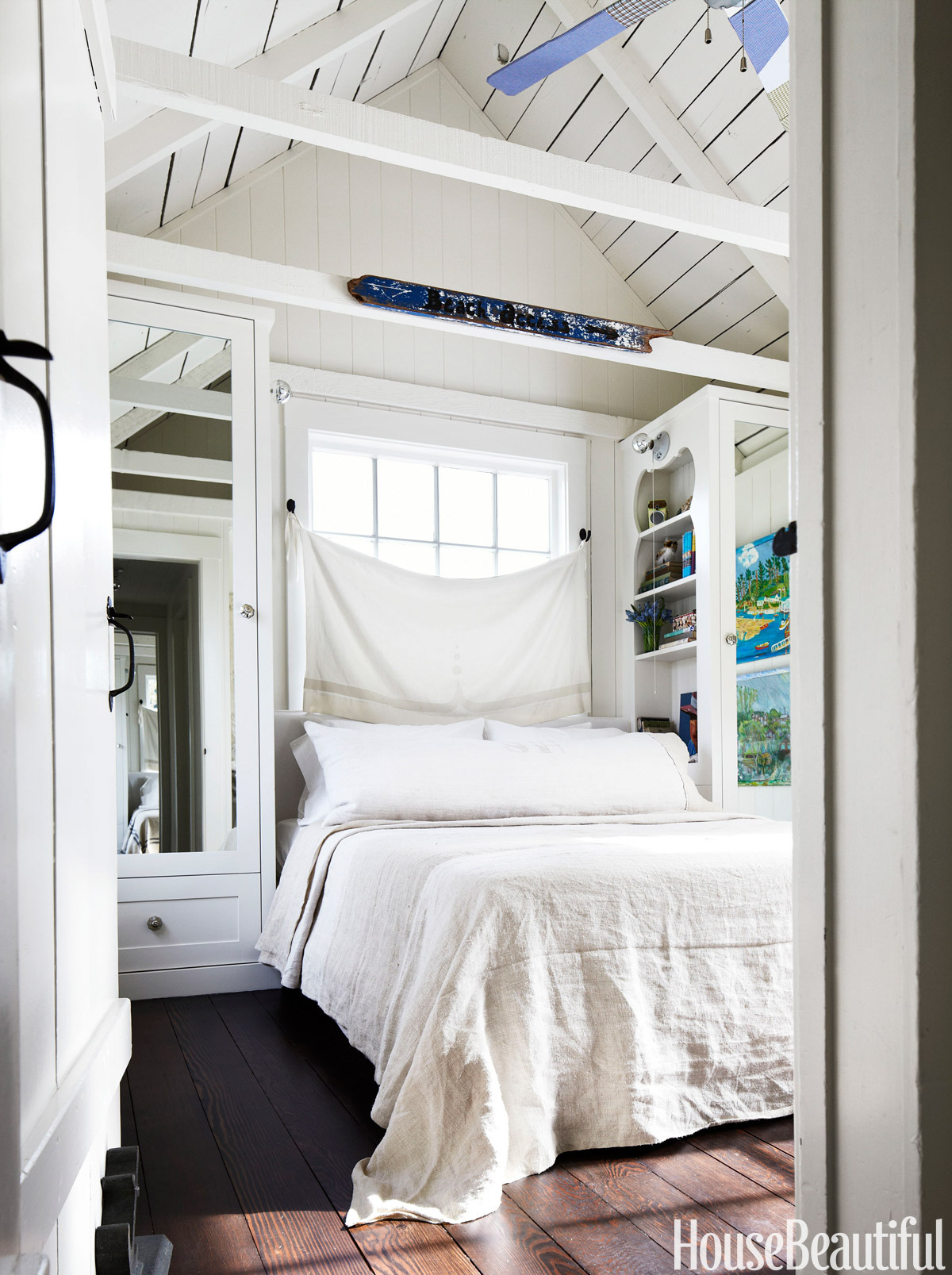 simple small bedroom with nice arrangement