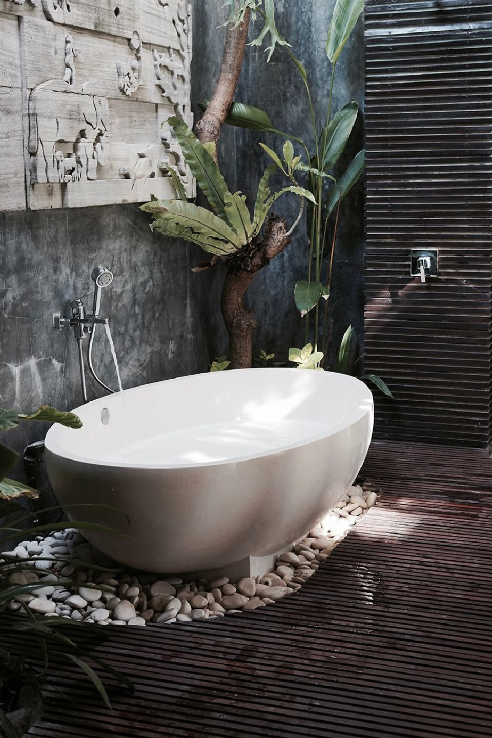 Incredible Jungle Bathroom Decor Ideas to Refresh Washroom 11