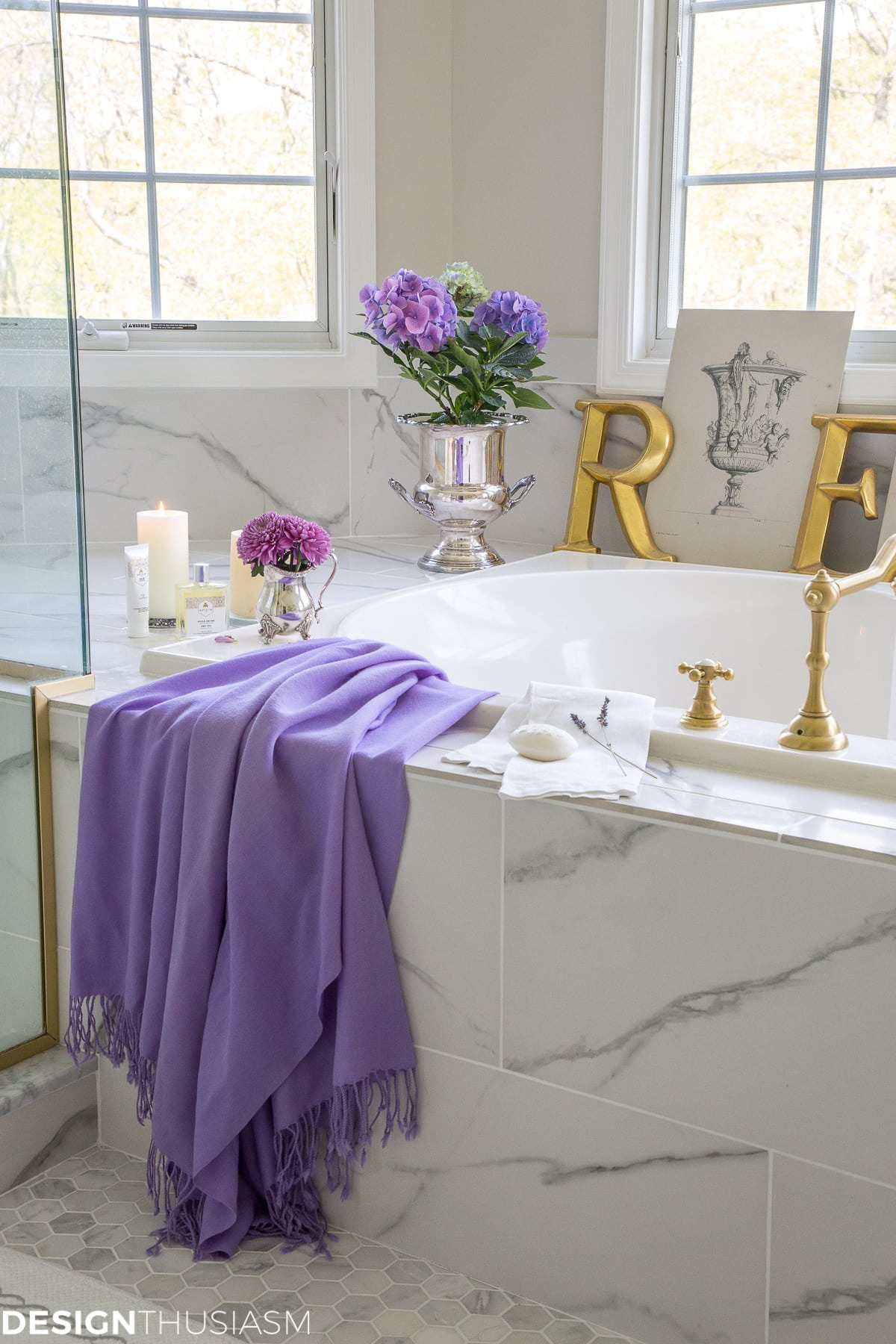 summer refresh for your bathroom decor 06